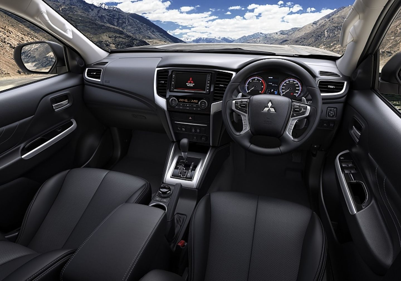Das Cockpit des Mitsubishi L200 2019