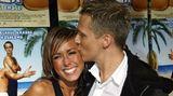 Von 2002 bis 2004 datete Oliver Pocher die ModeratorinAnnemarie Warnkross. Die stammt wie er aus Hannover und begann ihre Karriere ebenfalls beim Musiksender Viva. Mittlerweile ist sie mit Schauspieler Wayne Carpendale verheiratet und arbeitet bei ProSieben. Mit Carpendale hat sie einen gemeinsamen Sohn.