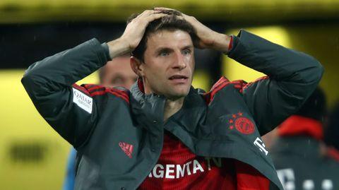 Thomas Müller vom FC Bayern ist ob des Verlaufs der Partie in Dortmund sichtlich erstaunt