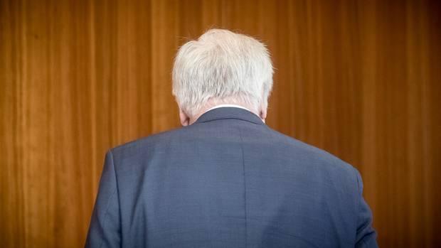 Horst Seehofer tritt zurück - schon wieder