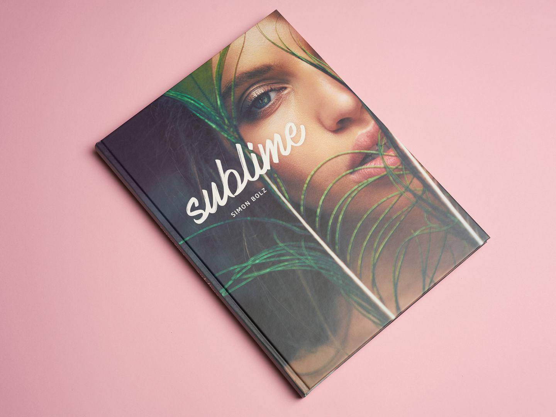 """Der Bildband """"Sublime"""" von Simon Bolz enthält 164 Farbfotos und 15 Schwarz-Weiß-Aufnahmen auf insgesamt208 Seiten. DieAuflage ist auf 1200 Exemplare limitiert. Das Buch kostet 57,90 EuroinklusiveVersand und kann auf der Homepage des Fotografen bestellt werden:www.simonbolz.com"""