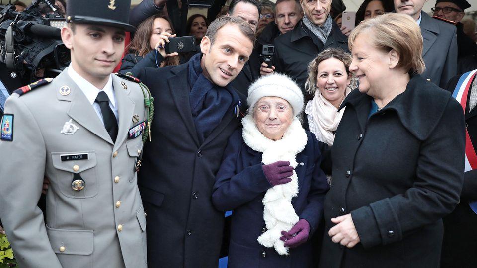 Angela Merkel und Emmanuel Macron posieren für ein Foto