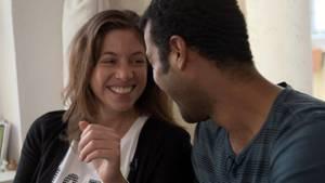 Kathrin(32) und Camilo(31) sind ein Paar. In ihrer festen Beziehung erlauben sie sich gegenseitig aber auch andere Geschlechtspartner.