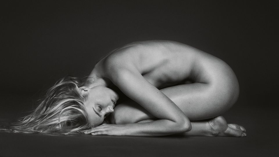 Die Schwedin Elsa Hoskgehört bereits seit 2011 zur Garde der Victoria's Secret Models. In diesem Jahr durfte sie das teuerste Teil der Show, den sogenannten Fantasy Bra, präsentieren. Diese Aufnahme von Russell James entstand im Jahr 2014.