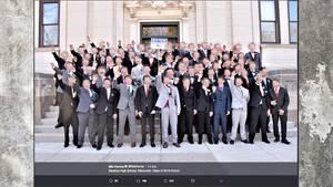 Absolventen der Baraboo High School in Wisconsin zeigen den Hitlergruß