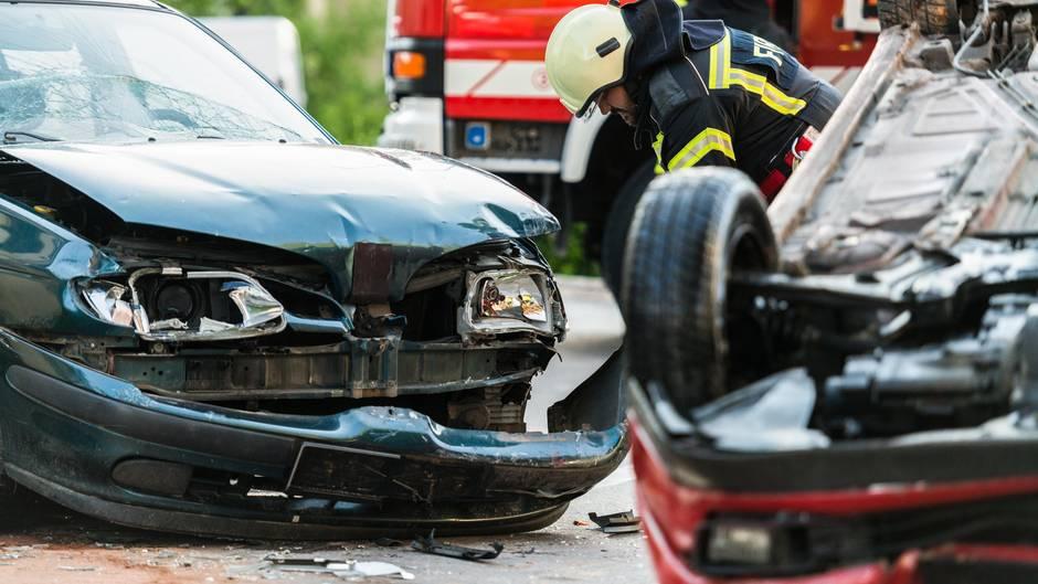 Ein teurer Schaden senkt den Schadenfreiheitsrabatt besonders  Das stimmt nicht. Ganz egal, ob Sie einen Kotflügel verschrammen, der für 1000 Euro ersetzt wird, oder ob Sie einen Millionenschaden anrichten, die Auswirkungen auf Ihren Schadensrabatt sind immer gleich. Hier zählt allein die Anzahl der Unfälle.