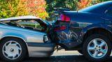Wer hinten auffährt, ist immer schuld  Meistens stimmt das, aber nicht immer. Ein starkes und unnötiges Abbremsen des Vorausfahrenden führt zu einer Teilschuld. Fährt ein Wagen rückwärts und es kommt zu einem Unfall, greift die Regel ebenfalls nicht.