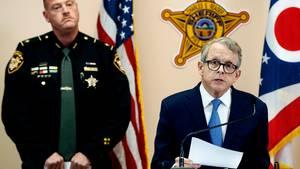 Mike DeWine, Generalstaatsanwalt von Ohio, verkündet die Festnahmen der mutmaßlichen Mörder