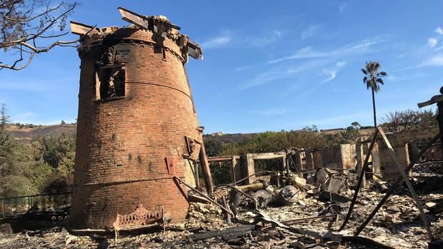 Die Trümmer der Gottschalk Villa mit der markanten Mühle