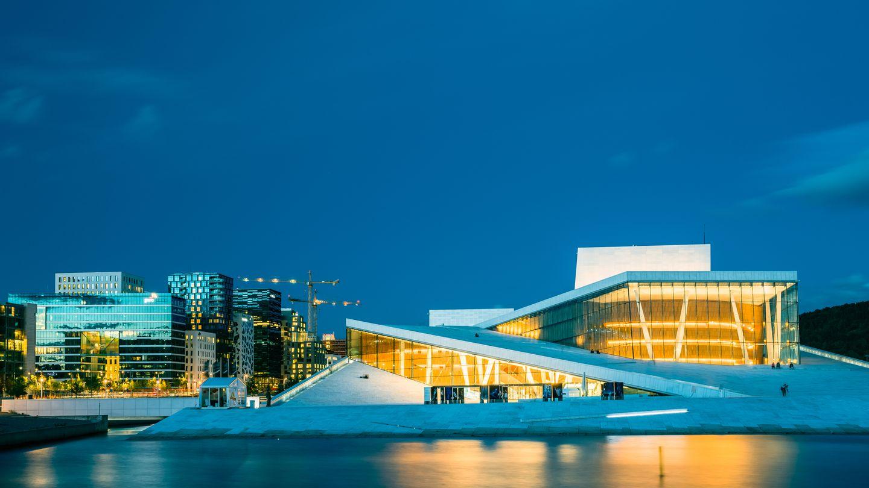 Begehbare Kulturstätte in Oslo: Wie ein riesiger Eisberg liegt das Opernhaus im Hafen