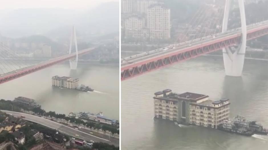 Zwei Schlepper schieben ein fünfstöckiges Hochhaus unter einer Brücke hindurch über den Yangtze in China.