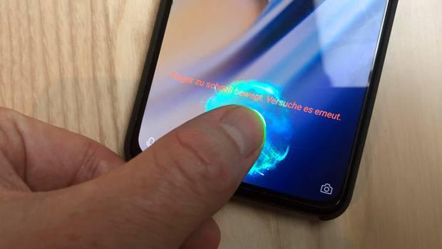Der Fingerabdruck-Scanner im Display ist nicht so schnell wie die klassischen Hardware-Buttons