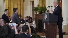 Donald Trump und CNN-Journalist Jim Acosta im Weißen Haus
