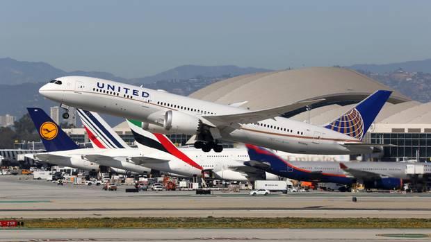 Platz 9: San Francisco - Singapur  Auf der13.575 Kilometer langen Strecke sind zwei Airlines unterwegs: United Airlines mit der Boeing 787 fliegt inzwischen zweimal täglich und einer Flugzeit von 17.20 Stunden und Singapore Airlinesmit dem Airbus A350-900 ULR, einer Spezialausführung für Ultralangstrecken.