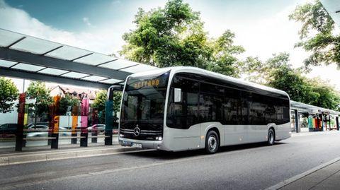 Die neuen Busse fahren ohne Emissionen. Design und Fahrgastraumkonzept unterscheiden sich kaum von den Modellen mit Verbrennungsmotoren.