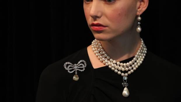 Der Perlen-Anhänger von Marie-Antoinette wurde für Rekordsumme versteigert