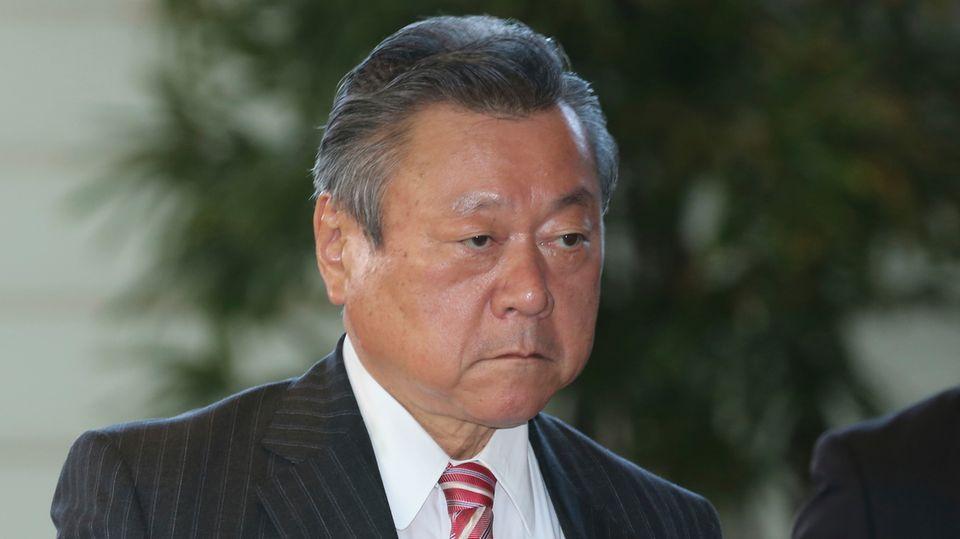Der japanische MinisterYoshitaka Sakurada
