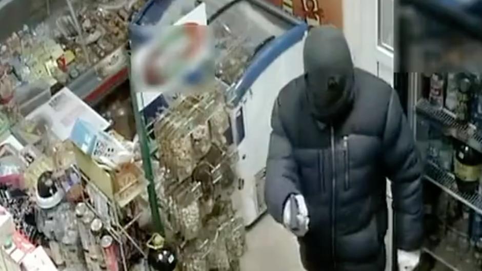 Russland: Räuber überfällt Laden - doch die Verkäuferin hat einen Wischmop