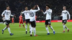 Jugend-Stil und Tempo-Fußball: 3:0 gegen Russland macht Hoffnung