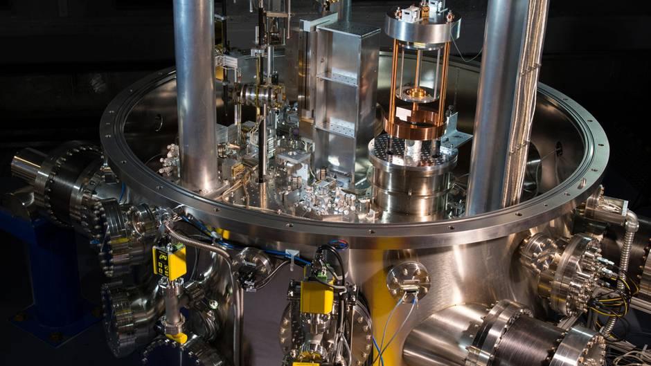 Geräte wie die NIST-4 Kibble balance werden in Zukunft Gewichte kalibrieren.