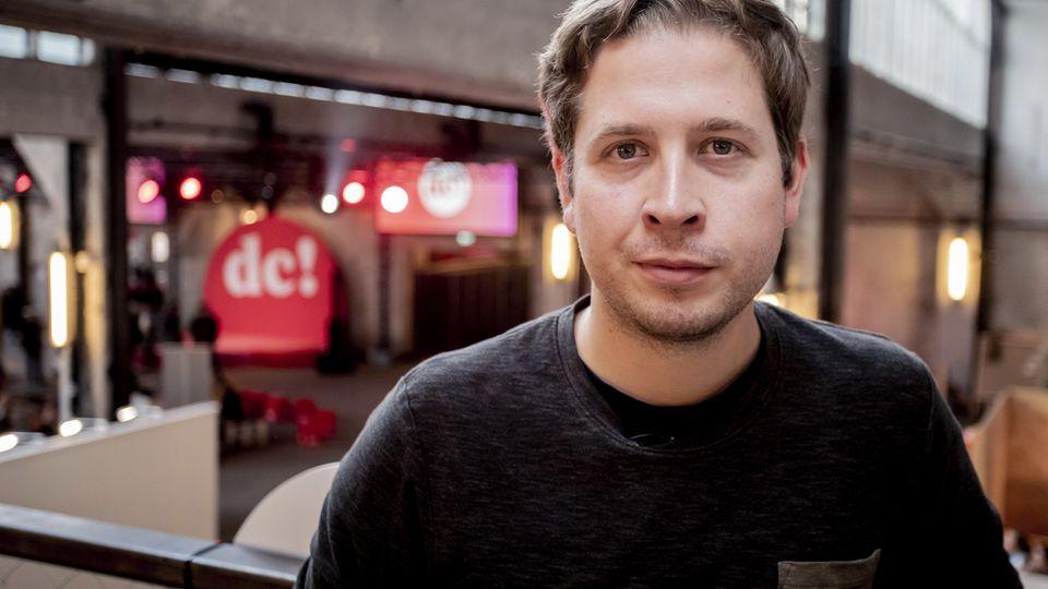 Der Bundesvorsitzende der Arbeitsgemeinschaft der Jungsozialistinnen und Jungsozialisten in der SPD (kurz Jusos), Kevin Kühnert, ist für seine kritischen Äußerungen bekannt.