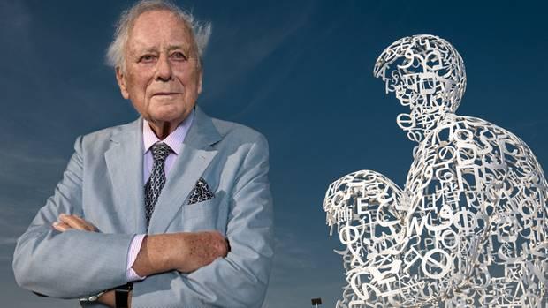 """Reinhold Würth, Fabrikant aus Künzelsau, ist Multimilliardär und Sammler. 18 000 Kunstwerke besitzt er, etwa die Skulptur """"WE""""des Bildhauers Jaume Plensa."""