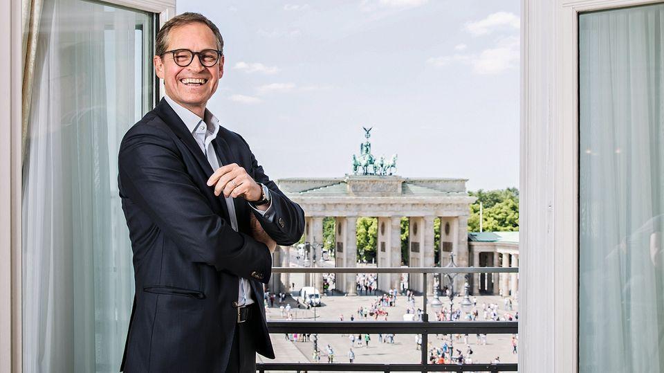 """Mit knapp 15 Millionensteht das Brandenburger Tor in der Bilanz. """"Ich freue mich, dass es uns in Berlin gehört"""", sagt der Regierende Bürgermeister Michael Müller. Insgesamt sind 61 Prozent der Fläche Berlins im Besitz der Stadt, inklusive Straßen, Parks und Gewässern."""