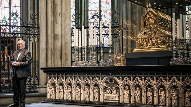 """Der Dreikönigenschrein im Kölner Dom ist Deutschlands wertvollster Schatz – und doch wird ihn Domprobst Gerd Bachner nur als """"abgeschrieben und unverkäuflich""""in die Bilanz des Domkapitels stellen können."""