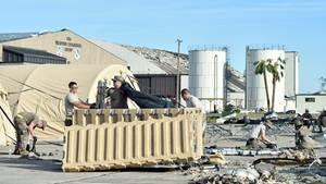 Sturm zerschlägt 17 Stealth-Jets  Den größten Verlust an Kampflugzeugen seit dem Zweiten Weltkrieg an einem Tag musste die US Airforce am 10. Oktober einstecken. Auf einen Schlag fielen 17 der gefährlichsten Luftüberlegenheitsjäger der USA aus. Insgesamt wurden nur 195 Stück der Stealth-Jets gebaut.  Die Flugzeuge befanden sich zur Wartung auf der Tyndall Air Force Base in Florida als Hurricane Michael über das Land zog. Der deckte die Hallen der Base ab, die Jets wurden von den herabfallenden Trümmern beschädigt. Auch wenn die Maschinen wieder repariert werden können, wurde die Luftwaffe in den USA schwer kritisiert. Experten sagten, dass zumindest ein Teil der extrem teuren Jets rechtzeitig hätte ausgeflogen werden können. Außerdem wäre Zeit gewesen, die nicht flugfähigen Maschinen von den leichtgebauten Wartungshallen in besser gesicherte Hangars der Basis zu transportieren.