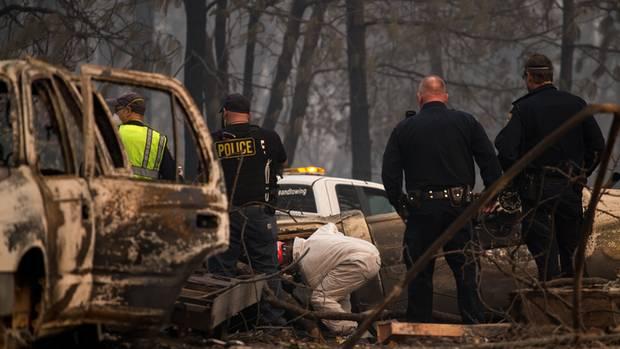Immer wieder entdecken die Rettungskräfte in Kalifornien weitere Opfer