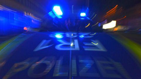 Nachrichten aus Deutschland: Dortmund - Messerangriff auf Polizisten: Beamter schießt 19-Jährigen ins Bein