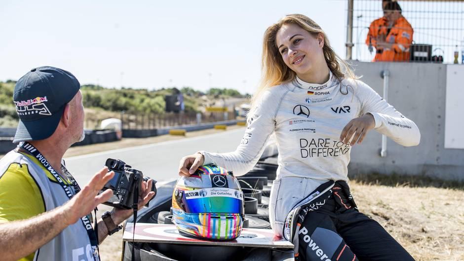 Als erste Frau aus Deutschland trat Sophia Flörsch beim Grand Prix in Macao an. Im Zeittraining hatte es Flörsch auf Platz 20 unter 28 Teilnehmern aus 14 Nationen geschafft.