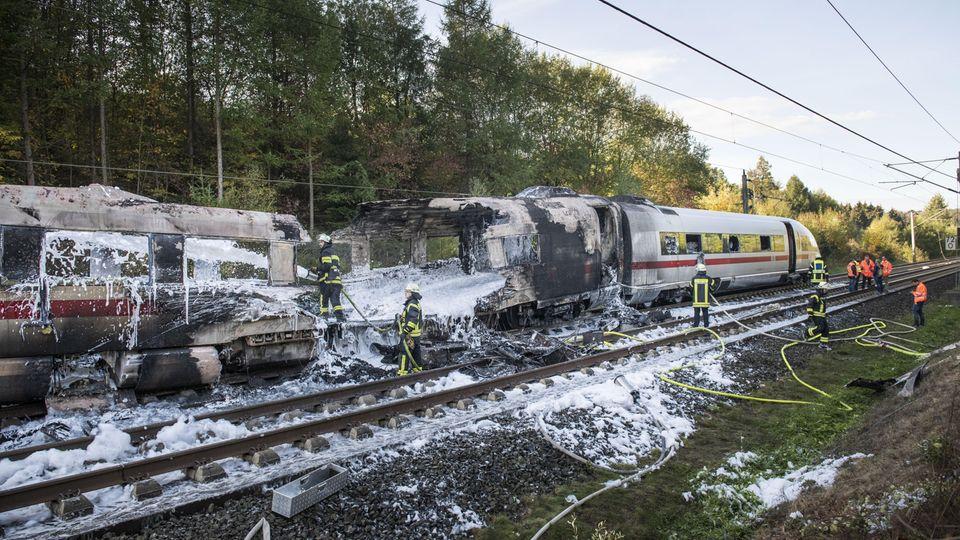 Auf der Schnellstrecke zwischen Frankfurt und Köln war einICEam 12. Oktober bei Montabaur in Brand geraten.