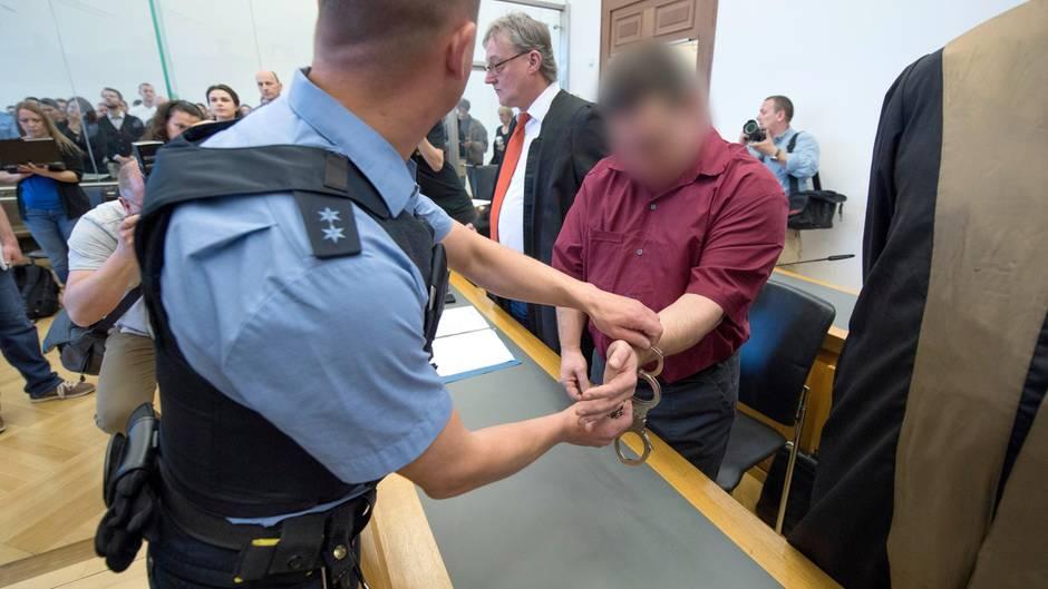Der Angeklagte zu Beginn des Prozess im Mordfall Johanna im April dieses Jahres