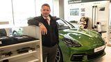 Porsche Sales Manager Callum Bottomley kennt alle Kniffe beim Verkauf in Kuwait