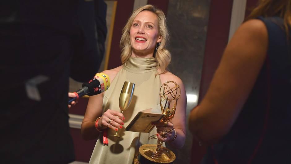 Strahlende Siegerin:Anna Schudt nach der Verleihung der 46.International Emmy Awardsin New York