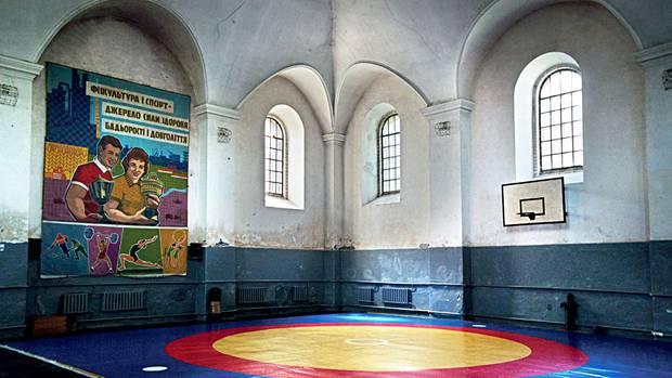 Ehemalige Große Synagoge undheute eine Sporthalle in Horodenka, Galizien, in der Ukraine, 2015