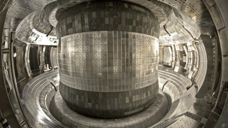 In dieser Kammer aus Wolfram und Molybdän ensteht der Plasmaring.
