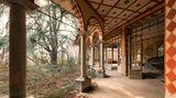 Offene Türen: ein verlassenes Internat in den italienischen Alpen mit orientalisch anmutender Ornamentik