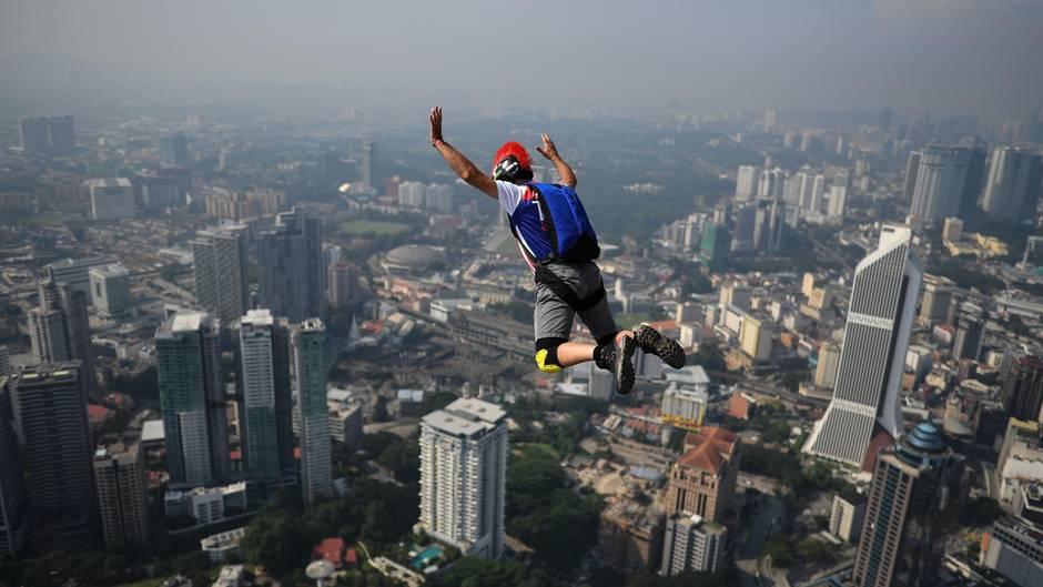 Base-Jumper in Malaysia