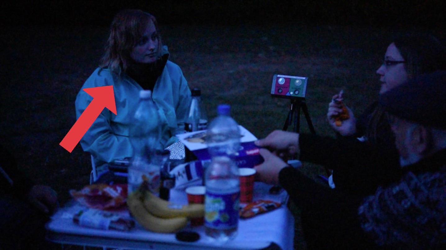 Geisterjäger Neon Ist Unterwegs Mit Paranormalen Ermittlern Neon