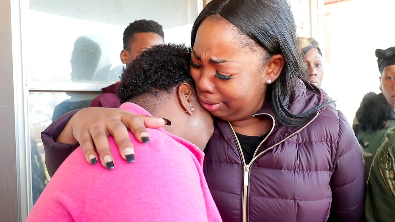 Familienmitglieder von Sandra Parks trauern