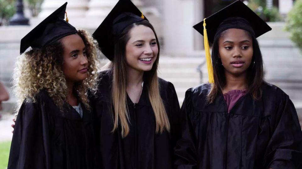 Kinder, die ihren Highschool-Abschluss geschafft haben
