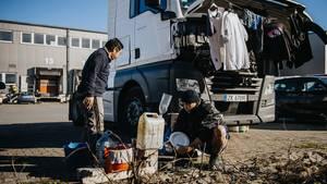 Von den Philippinen nach Deutschland: Wie Trucker im Elend hausen