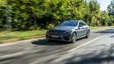 Der Mercedes C 300 de tritt dank der Elektropower vehement an
