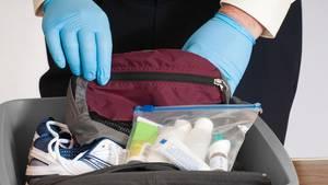 Flughafenmitarbeiter über kuriose Gepäckfunde