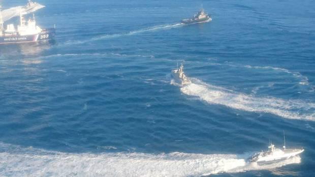 Der russischer Sicherheitsdienst veröffentlichte dieses Foto, das drei ukrainische Schiffe in der Straße von Kertsch zeigt