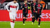 Verlierer des Spieltages: Trainerwechsel ist verpufft  Besserung ist kaum in Sicht. Während Leverkusen sich langsam ausdem Tabellenkeller befreit, wird es für den VfB ganz schwer. Acht Punkte nach zwölf Spieltagen machen nicht gerade Mut. Die nächsten Gegner heißenAugsburg, Gladbach, Hertha, Schalke und Wolfsburg. Mal sehen, wie viele Punkte da für Stuttgart herausspringen.