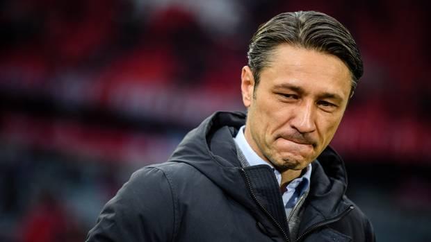 Spätestens das 3:3 gegen den Bundesliga-17. Fortuna Düsseldorf dürfte Niko Kovac klargemacht haben, dass seine Zeit in München schon wieder zuende gehen könnte. Auf dem Platz stand eine ideenarme Mannschaft, die sich bei klarer eigener Führung von einem designierten Absteiger auskontern ließ. So ein Spiel kann man als Bayern-Trainer nur selten ohne Trainer-Diskussion überstehen.