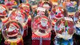 Rank 7:Weihnachtsmarkt Fürth  40 Händler bieten in ihren Buden auf der Fürther Freiheit Weihnachtliches an. Außerdem gibt es eine Krippe,Fahrgeschäfte und ein 200 Quadratmetergroße Eislaufbahn am Paradiesbrunnen.  Infos:www.frankenradar.de